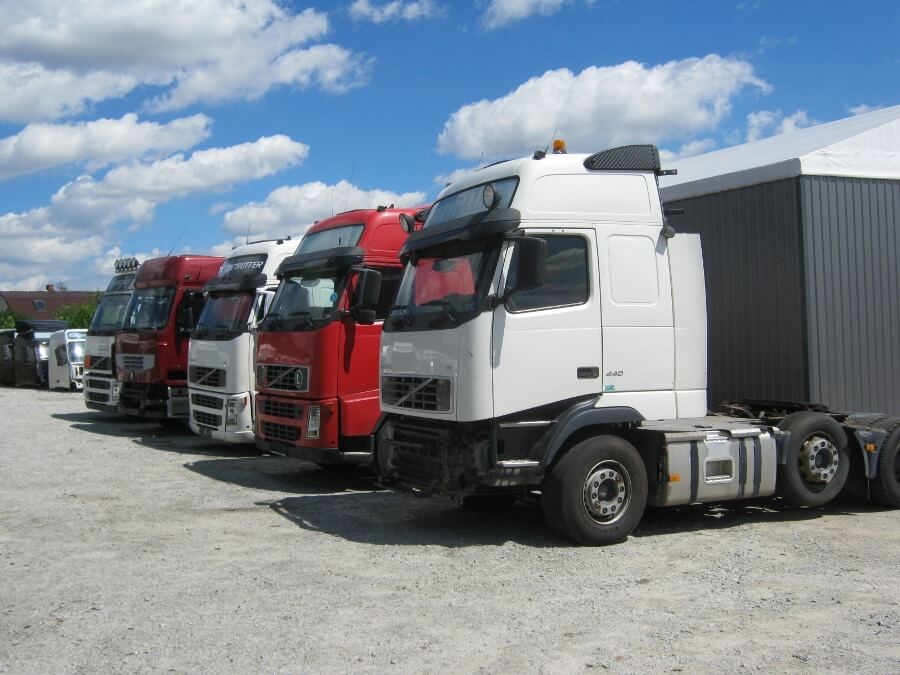 Purchase of trucks Volvo and Renault
